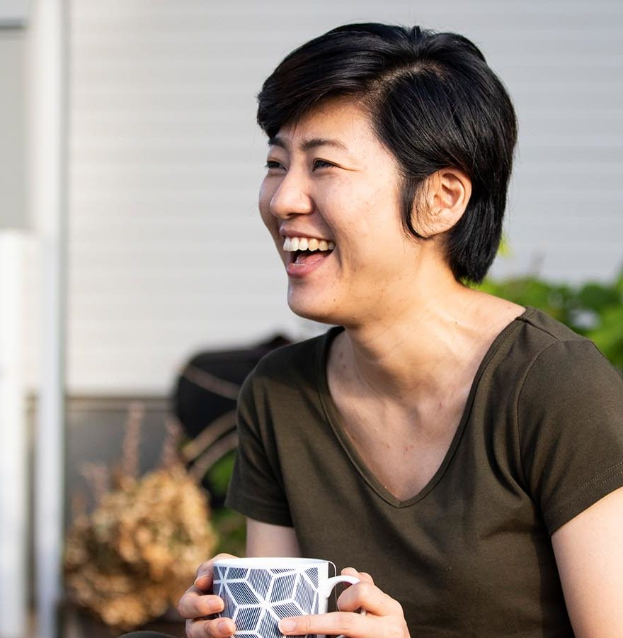 woman-holding-coffee-laughing-venture